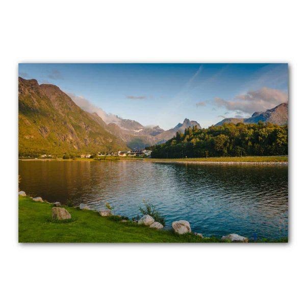 Foto drobė Ežeras tarp kalnų