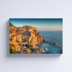 Foto drobė Miestelis ant kranto